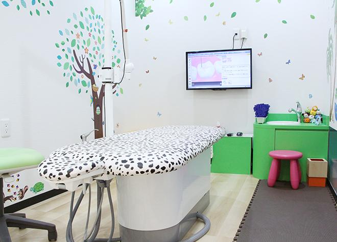 【小児歯科】モニターによるアニメ放映など、工夫を用いたお子さまへのスムーズな治療