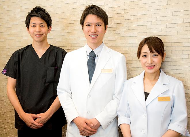 矯正担当のドクターとの連携。目立ちにくい歯並び矯正を行っております。