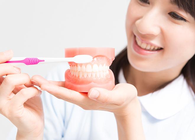 いつまでもご自身の歯で会話や食事を続けていくためには、歯周病の対策が大切です