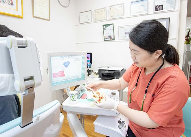 担当の歯科衛生士が、患者さまのお口の症状に合わせたブラッシング指導を行います