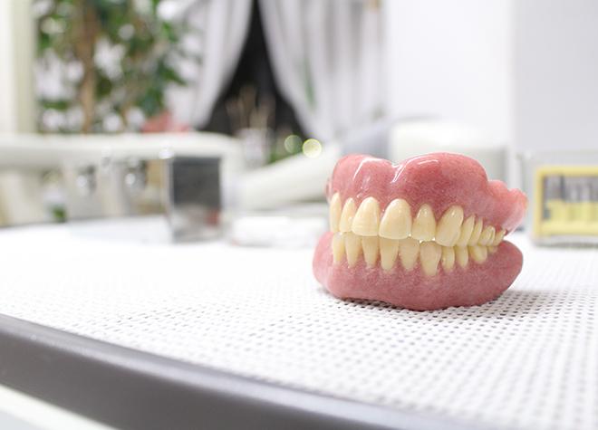 一人一人のお口に合わせてお作りするテーラーメイドの入れ歯製作に力をいれています。
