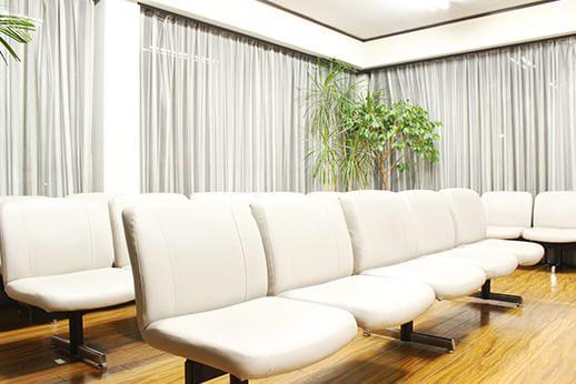 アットホームな雰囲気の待合室