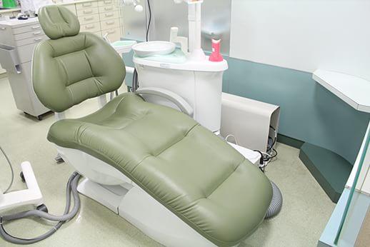 ソファーのような診療チェア