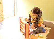 ママさんにご安心して治療を受けていただけるよう、託児ルームで保育士がお子さまをお預かりします