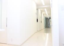患者さまとスタッフがコミュニケーションを取りやすいようにこだわった院内設備をご用意しています。