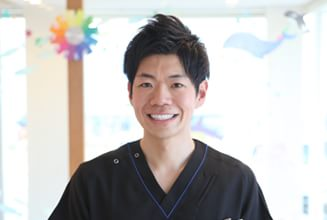 院長  稲吉 孝介 (Kousuke Inayoshi)