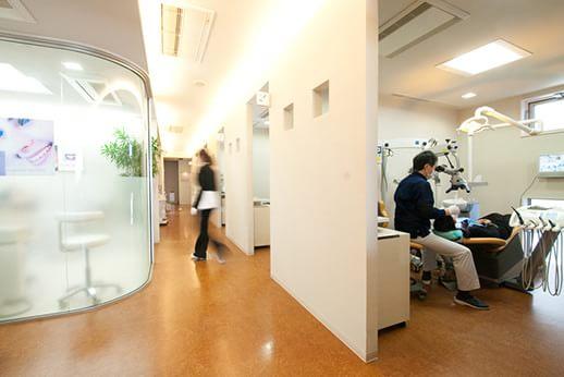 診療室へ続く廊下です。