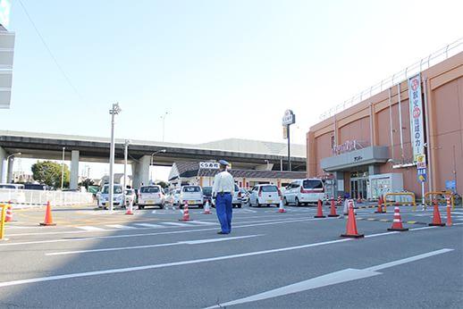 当医院はイズミヤ泉北店さんの2階となります。