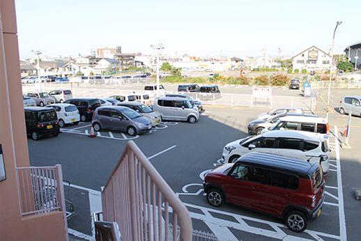 イズミヤ泉北店さんにある駐車場は800台収容可能です。
