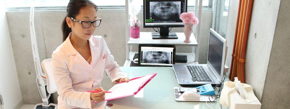 低料金でより美しく本物の歯に近づける審美歯科