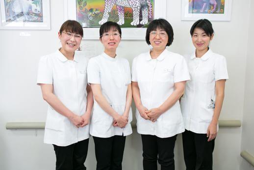 女性歯科医