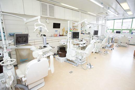 広々として、開放感のある診療室です