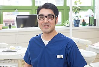 歯科医師 秋山 諒太(Ryota Akiyama)