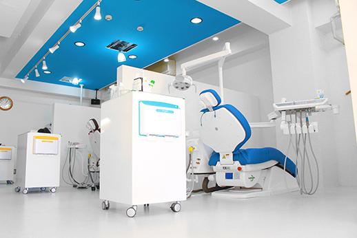 診療室全体です。広く清潔な空間を維持しております。
