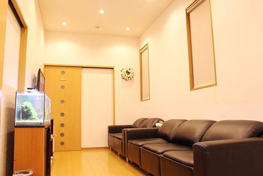 アットホームな 雰囲気の待合室