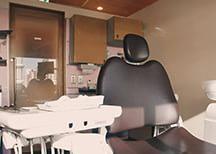 ドア付き個室の診療室