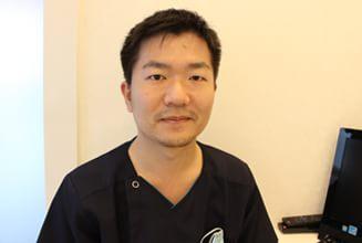 神戸三宮谷歯科クリニック|医師・スタッフ|院長 谷 賀文(Yoshifumi Tani) 1
