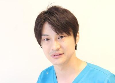 さとうデンタルクリニックの医師です。皆様のご来院を、心よりお待ちしています。