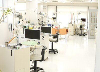 診療室は明るく開放感があります。