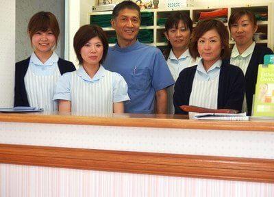 当田中歯科医院のスタッフが笑顔でお向かえいたします。