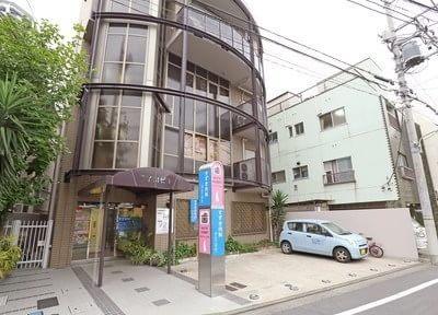 外観です。ホワイトラビット歯科医院は下神明駅から徒歩4分の場所にあります。