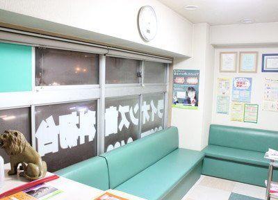 診療までの間こちらの待合室でお待ち下さい。