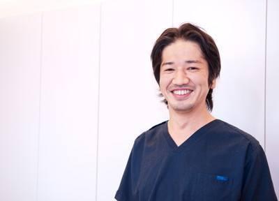 院長の湯本 欣也です。患者様のお悩みをお伺いし、丁寧に真摯に対応いたします。