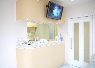 築山歯科医院のスタッフが明るい笑顔でお待ちしております。初診や月初めの際は保険証の提出をお願い致します。