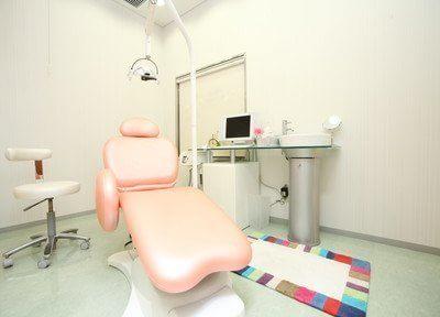 診療室です。患者様を第一に、最新の医療知識と医療機器で治療いたします。