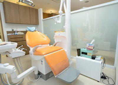 診療室です。心からリラックスできる、精密で丁寧な治療を心がけます。