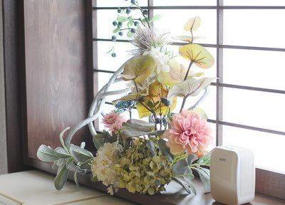 院内にはお花を飾り、リラックスしていただける空間作りを心がけています。