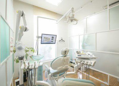 診療ユニットは明るい色で清潔感があります。