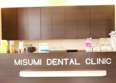 受付です。ご来院の際はこちらに診察券・保険証をご提示ください。