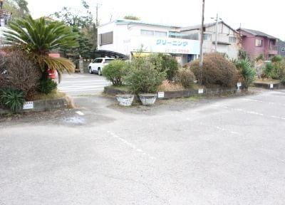 米ノ津駅にも駐車場を完備しています。