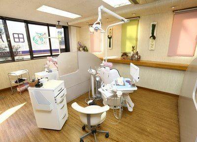 大きな窓のある診療スペースです。