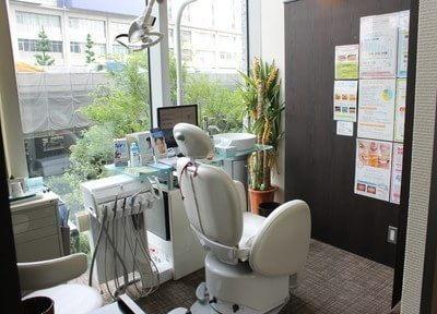 診療室は窓に面していますので、開放感があります。
