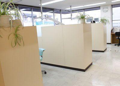 診療室内はパーテーションで仕切られており、プライバシーに配慮しています。