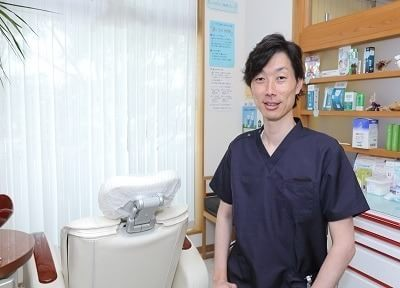 とも歯科クリニックの院長です。