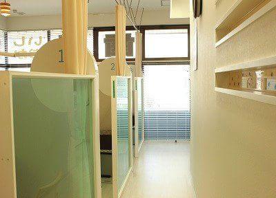 診療スペースは仕切られておりますので、プライベート空間をお楽しみいただけます。