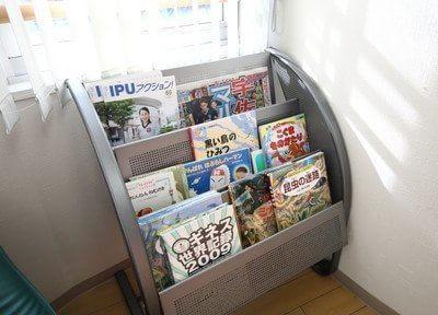 待合室には各種雑誌をご用意しております。