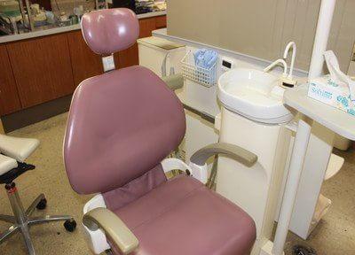清潔な診療チェアです。治療に関する疑問や不安はご相談ください。