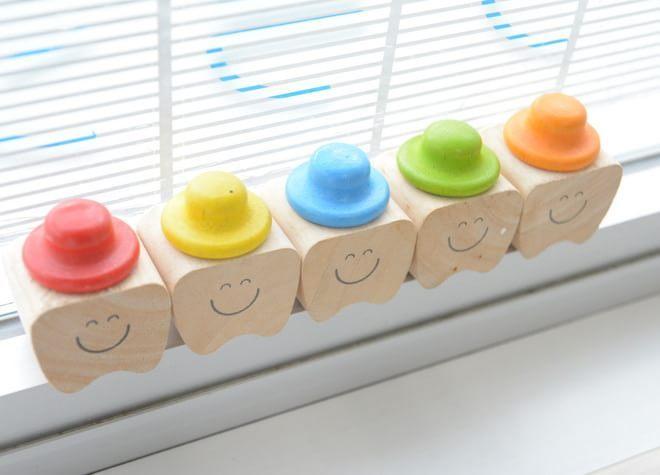 お子さまには、まずは歯科医院に慣れてもらい、楽しく通院してもらうため、すぐに治療はスタートしません。