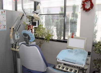 診療室です。目の前が窓で開放感があります。