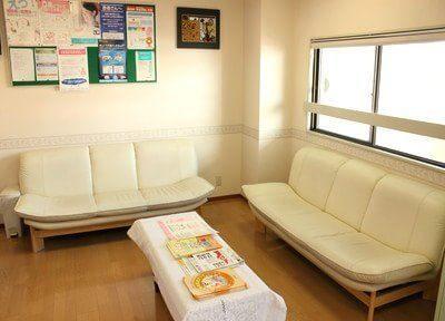 待合室で診療までの間リラックスしてお待ちいただけます。