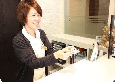 受付には笑顔の素敵な優しいスタッフが対応してくださいます。