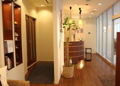 落ち着きのある雰囲気で、患者様にリラックスしていただけるような院内設計にしております。