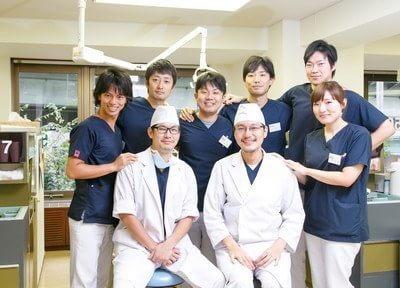 当クリニックの歯科医師の集合写真です。丁寧で確実な治療を心掛けております。