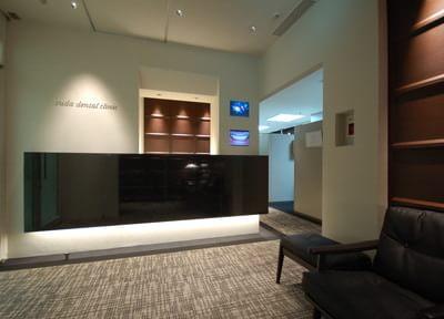 阪急グランドビルの22階に上がっていただくと、当院があります。サロンのような洗練された空間で、上質の歯科医療をお受けください。