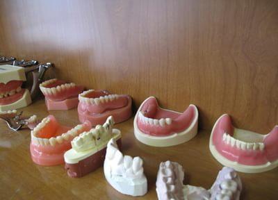 歯並びの乱れは、見た目の印象にも大きく影響します。部分矯正では短期間で自然な歯並びを目指します