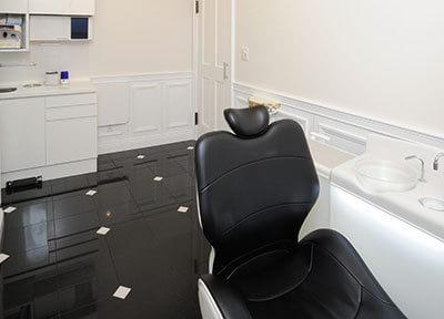 個室の診療室では、プライバシーに配慮した丁寧な治療をご提供しています。
